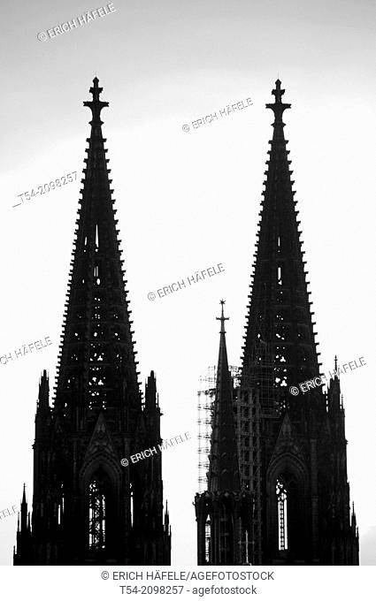 Silhouettes of the towers of Cologne Cathedral at dusk