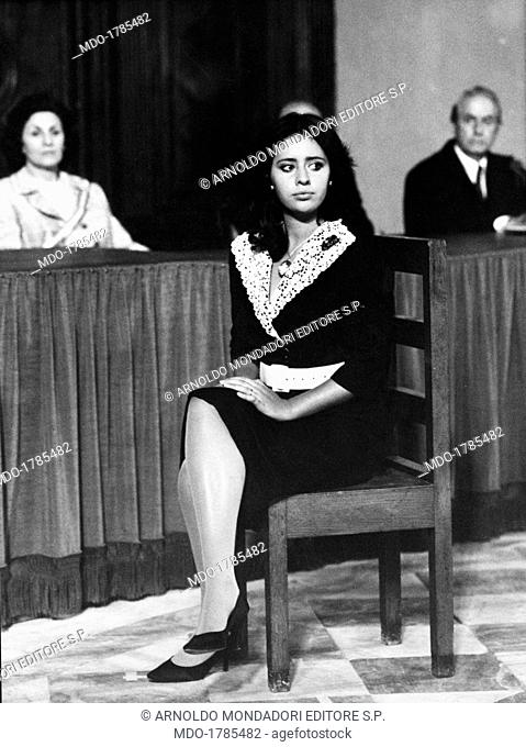 Alessandra Mussolini, in the shoes of Pupetta Maresca, during the evidence in court, in a scene from the TV movie 'Pupetta Maresca, a chronicle of a crime'