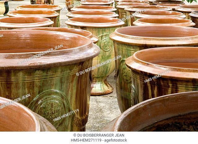 France, Gard, Anduze, Anduze vases, Les Enfants de Boisset Pottery labelled Entreprise du Patrimoine Vivant Living Heritage Company