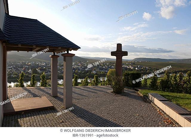 Lewen wine village on the Moselle river, Laurentiuskapelle chapel, Rhineland-Palatinate, Germany, Europe