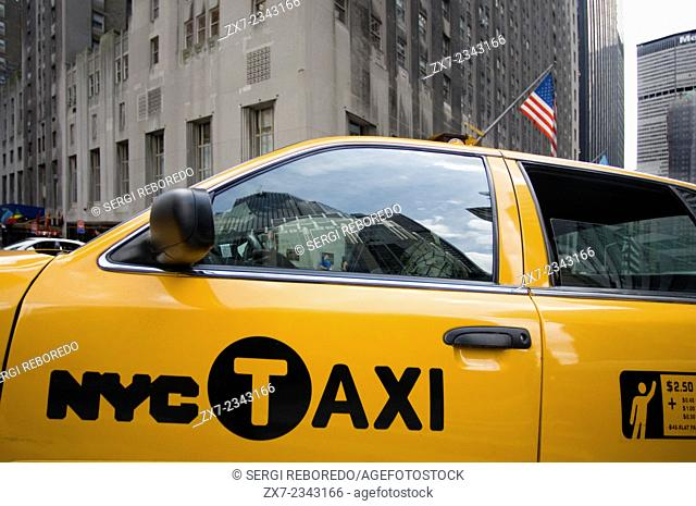 A cab driver through the streets of Upper Midtown. This area is located on Fifth Avenue