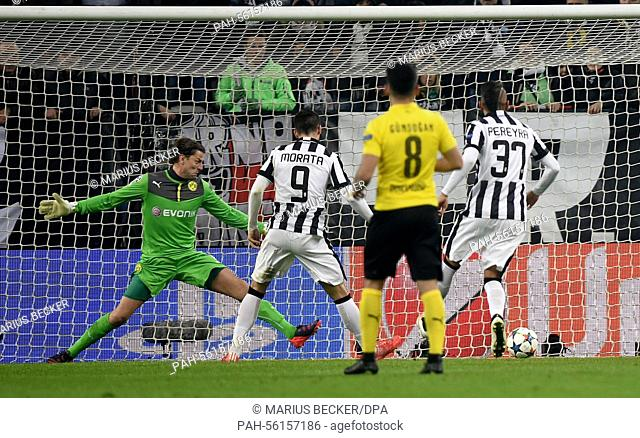 Juventus' Alvaro Morata (2nd L) scores the 2-1 goal during the UEFA Champions League Round of 16, first leg soccer match between Juventus Turin and Borussia...