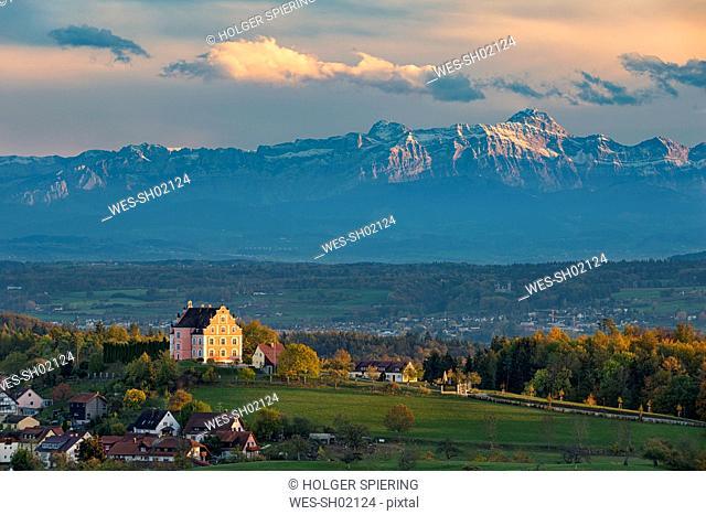 Germany, Baden-Wuerttemberg, Lake Constance, Langenrain, Freudental castle and alps