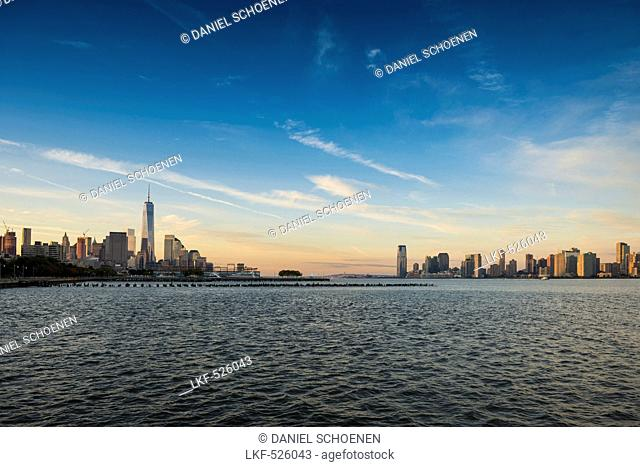 skyline Downtown Manhattan and Jersey City, Manhattan, New York, USA