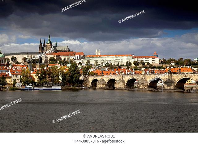 Charles Bridge with Prague Castle and St. Vitus Cathedral , Prague, Czech Republic, Europe