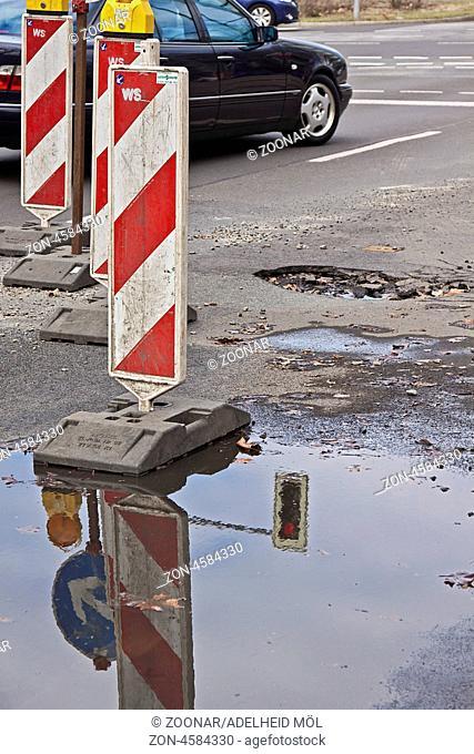 Schlaglöcher, Berlin, Deutschland Potholes, Berlin, Germany