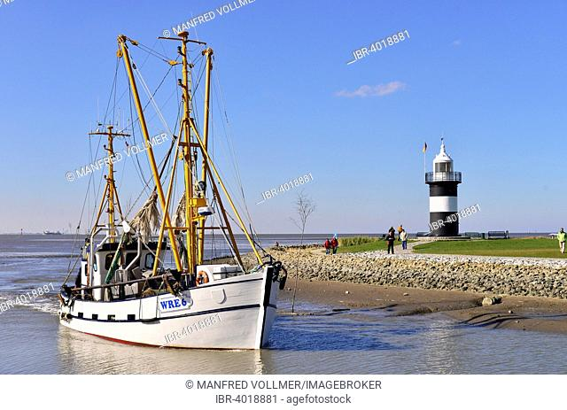 Kleiner Preuße or Little Prussian Lighthouse, cutter entering the harbour, North Sea resort of Wremen, Cuxhaven district, Lower Saxony, Germany