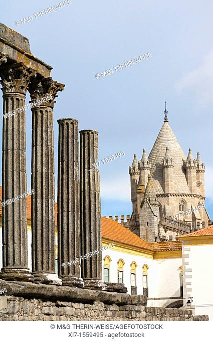 Santa Maria cathedral viewed from the roman temple of Diana, Evora, Alentejo, Portugal, Unesco World Heritage Site