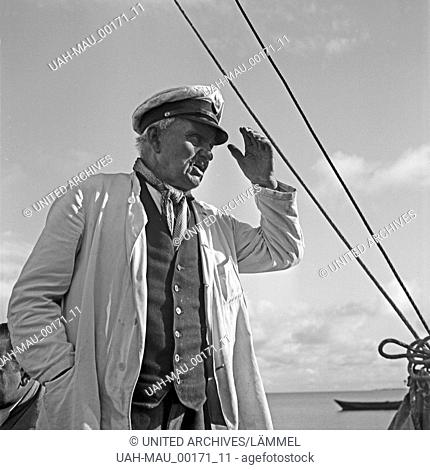Kapitän eines Segelboots in der Ostsee bei Pillkoppen in Ostpreußen, Deutschland 1930er Jahre. Captain of a sailing boat on the Baltic Sea near Pillkoppen in...
