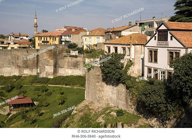 Old city walls, Trabzon, Anatolia, Turkey, Asia Minor, Eurasia