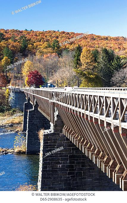 USA, Pennsylvania, Pocono Mountains, Minisink Ford, Roebling Delaware Aqueduct, oldest wire suspension bridge in the US