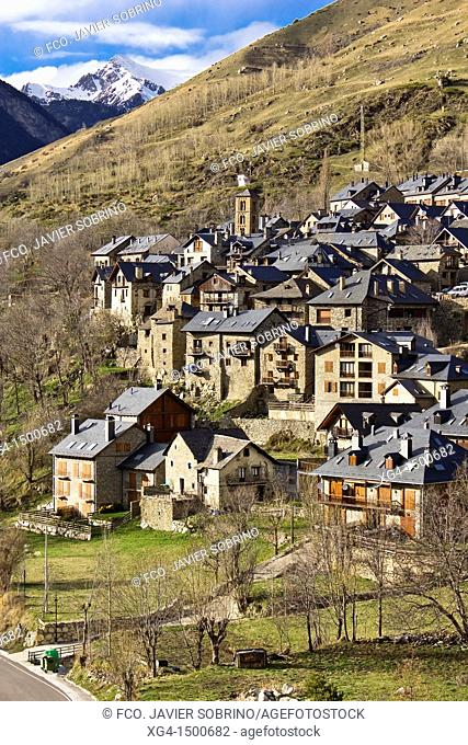 Boi village with the steeple of the Church of Santa Maria and slate roofs typical - Taüll - Vall de Boi - Pyrenees - Lleida Province - Catalonia - Catalonia -...