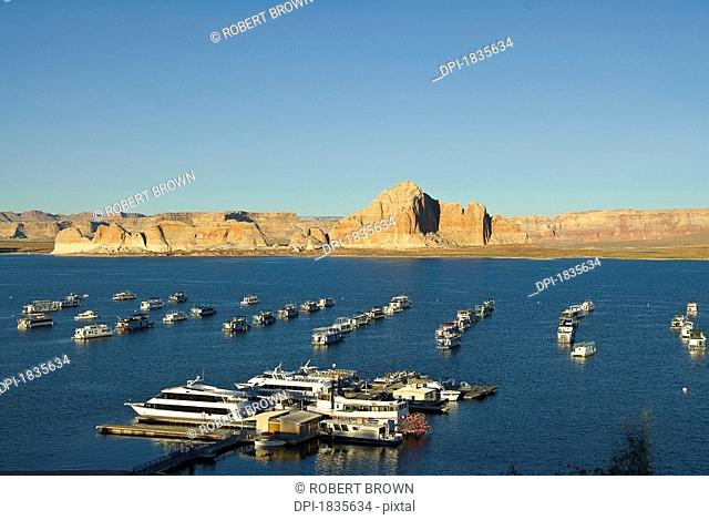 Lake Powell, USA, Man-made reservoir on the Colorado River, straddling the border between Utah and Arizona