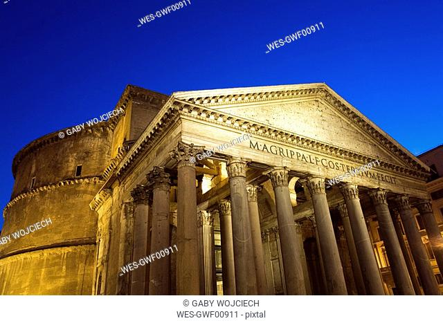 Italy, Rome, Pantheon, Piazza della Rotonda at night