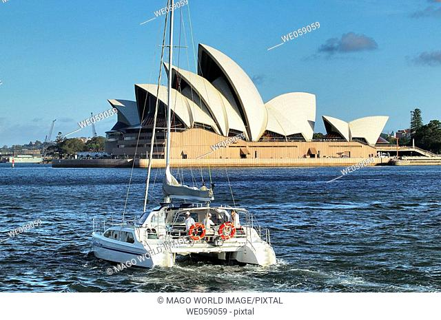 Australia, NSW, Sydney, view of the Sydney Opera House from Sydney Harbour