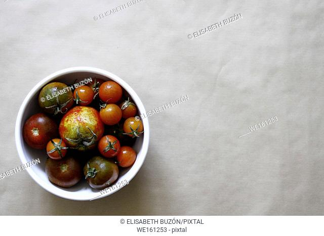 Picture about a bowl of tomatoes