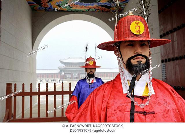 SEOUL SOUTH KOREA Changing of the guard Gyeong Bok Gung Palace
