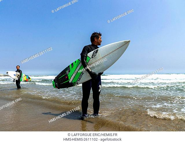 Japan, Fukushima Prefecture, Tairatoyoma Beach, japanese surfers in the contaminated area after the daiichi nuclear power plant irradiation