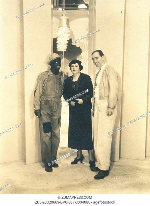 1934, Film Title: WONDER BAR, Pictured: BUSBY BERKELEY, BLACK FACE, HAT, AL JOLSON, LOUELLA O PARSONS. (Credit Image: SNAP/ZUMAPRESS.com)