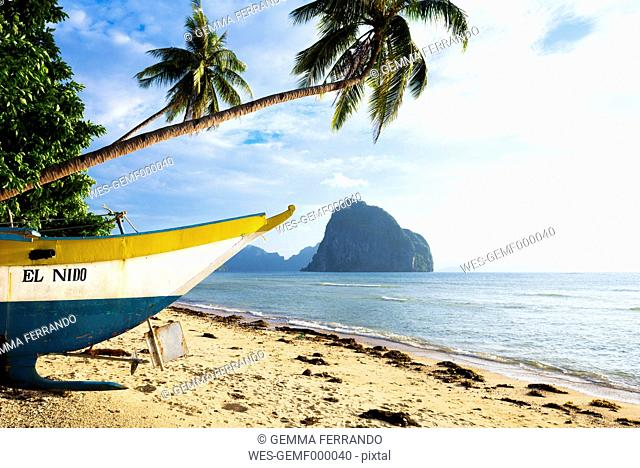 Philippines, Palawan, El Nido, Las Cabanas beach, fishing boat at beach