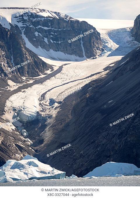 Iceberg in the Uummannaq Fjord System. Glaciated Nuussuaq peninsula in the background. America, North America, Greenland, Denmark