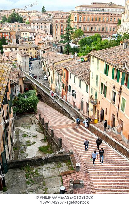 Via dell'Acquedotto is one of several steep streets dropping down towards the university district from central Perugia