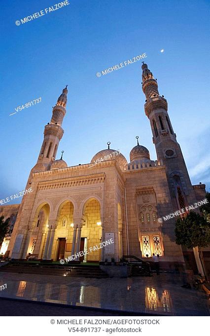 United Arab Emirates, Dubai, Jumeirah Mosque at dusk