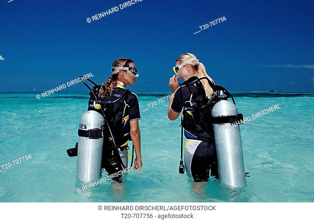 Diving Course, Instructor and Student, Maldives, Indian Ocean, Medhufushi, Meemu Atoll