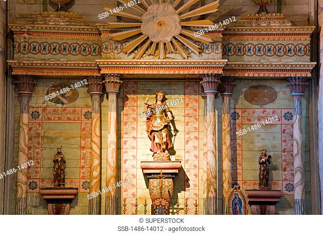 USA, California, Paso Robles, Altar in Mission San Miguel Arcangel