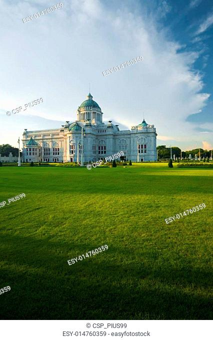 Ananta Samakhom Throne Hall Yard V