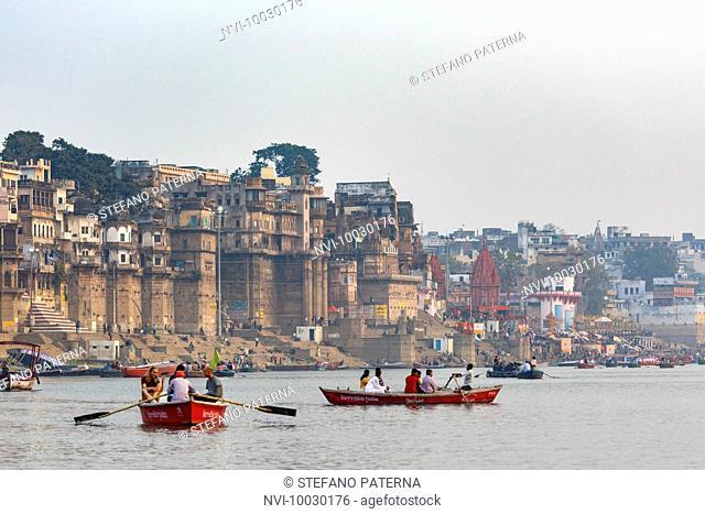 Boat trip at sunrise on the Ganges, Varanasi, Uttar Pradesh, India