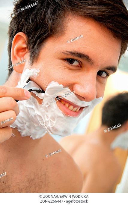 Man shaves with a razor blade And Rasierschau
