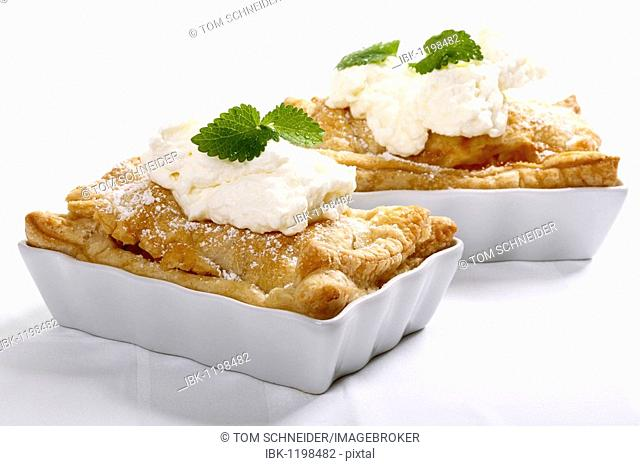 Apple pies with cream and lemon balm in small baking trays