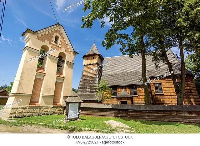 iglesia del arcángel San Miguel, siglo XV-XVI construida integramente con madera, Binarowa, voivodato de la Pequeña Polonia, Cárpatos, Polonia, europe