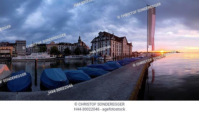 Hafen von Rorschach am Bodensee mit Kornhaus