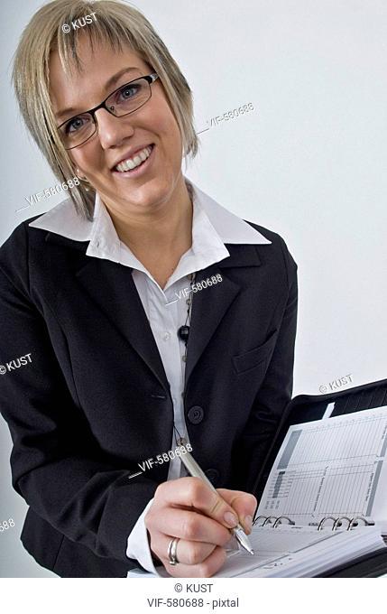 Businessfrau mit Terminplaner - Niederoesterreich, Ísterreich, 26/11/2007