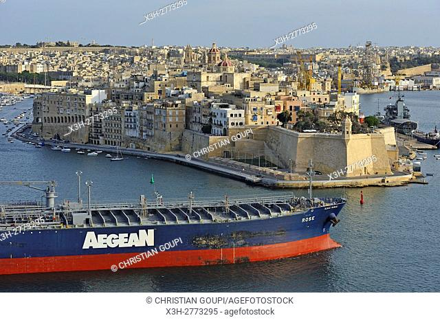 Crude Oil Tanker ''Rose'' in the Grand Harbour in front of Senglea, one of the Three Cities, Valletta, Malta, Southern Europe