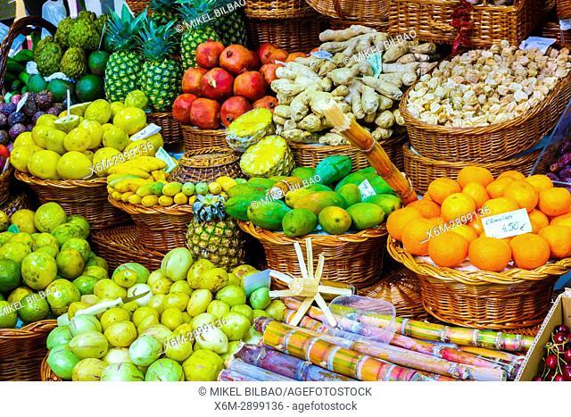 Fruits and vegetables stall. Mercado dos lavradores (Farmers market). Funchal, Madeira, Portugal, Europe
