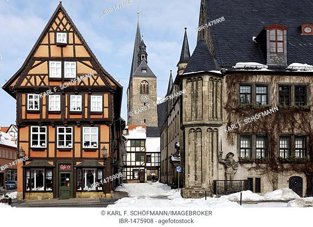 View of Marktkirche Church, town hall, winter, historic centre of Quedlinburg, Harz, Saxony-Anhalt, Germany, Europe