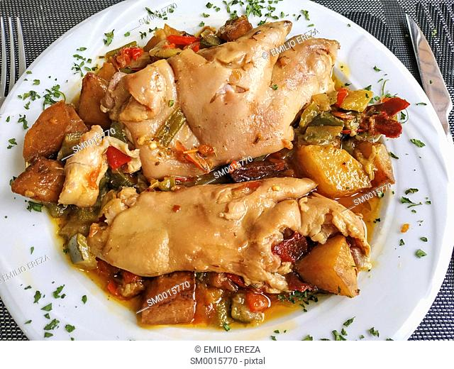 Pig trotters with vegetables