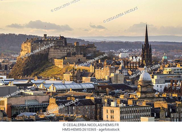 United Kingdom, Scotland, Edinburgh, listed as World Heritage, view on the Castle from Hollyrood Park