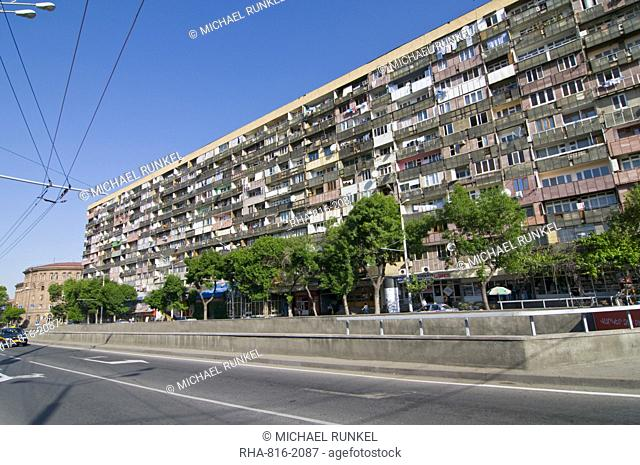 Huge apartment building in the old Soviet style, Yerevan, Armenia, Caucasus, Central Asia, Asia
