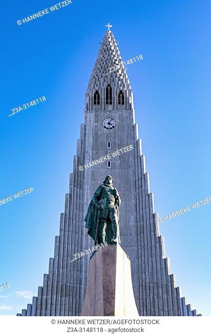 Statue of Leif Erikson in front of Hallgrímskirkja, church of Hallgrímur, designed by architect Guðjón Samúelsson, Reykjavik, Iceland