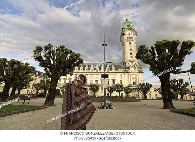 10-year-old Spanish girl in front of the Limoges station in France