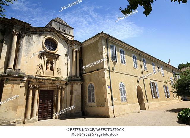 Exterior of Maison de Sante Saint Paul at Saint Remy