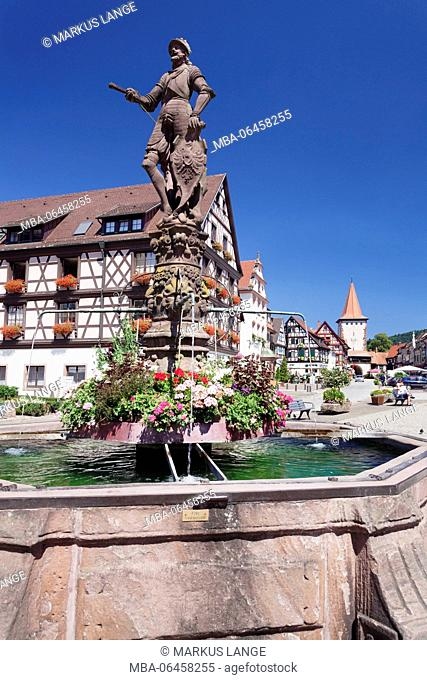 Röhrbrunnen (fountain) on the marketplace, upper gate tower, Gengenbach, Kinzigtal, Black Forest, Baden Württemberg, Germany