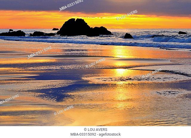 Portugal, Algarve, evening mood on the beach of Amado