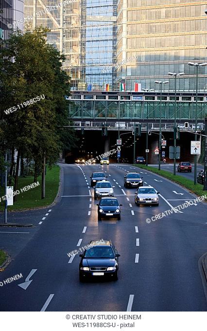 Germany, North Rhine Westphalia, D¸sseldorf, Rhine tunnel, Traffic in the city