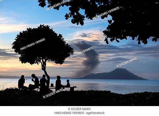 Papua New Guinea, Bismarck Archipelago, Gazelle peninsula, New Britain island, East New Britain province, Rabaul, Kokopo, in front of volcanos Tavurvur