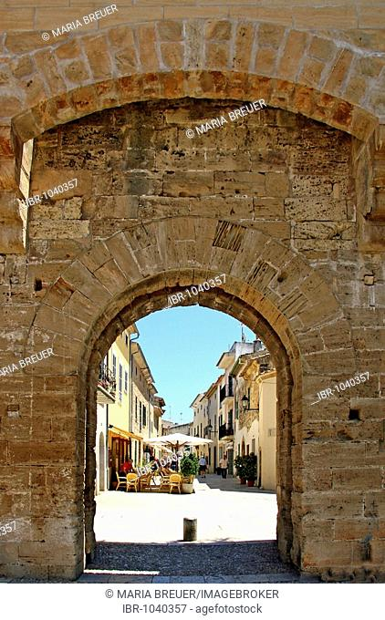 Gate, City wall, historic town centre, Alcudia, Majorca, Balearic Islands, Spain, Europe